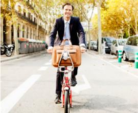Man op een fiets